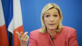 Emmanuel Macron o va învinge clar pe Marine Le Pen în turul II al prezidenţialelor din Franţa