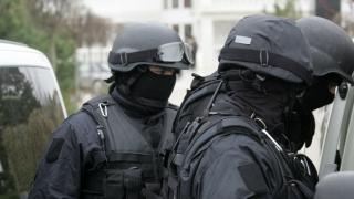 Mascații, intervenție în forță în zona Casei de Cultură! Vizați, traficanți de droguri!
