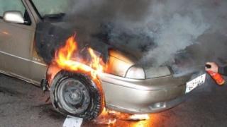 O mașină a luat foc după giratoriul de la Agigea