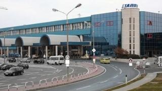 Alertă! Mașină suspectă pe Aeroportul Otopeni! SRI şi Brigada Antitero, mobilizate