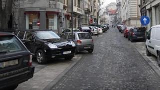 Se pregătește o lege pentru maşinile parcat ilegal pe trotuar?!