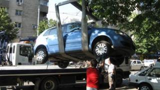 Redevine posibilă ridicarea mașinilor parcate pe trotuare sau staționate neregulamentar