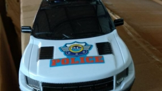 Vameșii i-au confiscat mașinuțele de... poliție