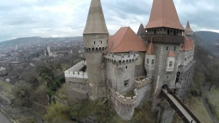 Castelul Corvinilor va fi restaurat cu fonduri europene