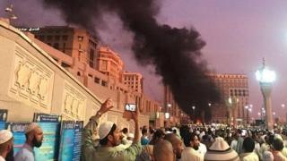 Cel puțin patru ofițeri de securitate au murit în urma atacului terorist sinucigaș de la Medina
