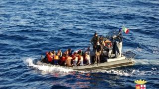 Mediterana face noi victime: peste 100 de migranţi, daţi dispăruţi într-un naufragiu