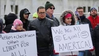 SUA, țara creată de migranți, nu mai are capacitatea de a primi pe nimeni?!