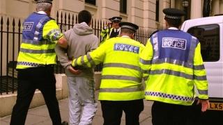 Șofer român, arestat în Marea Britanie după ce în camionul lui au fost găsiți zeci de imigranți