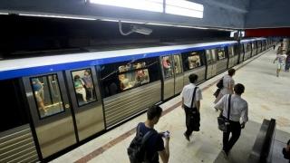 Atac sângeros! Bărbat înjunghiat lângă o staţie de metrou