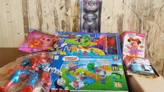 Microbuze de jucării contrafăcute, săltate de vameși