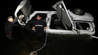 3 morți, printre care un copil, după ce un microbuz cu 9 persoane a căzut în apă
