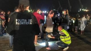O treime din cei 154 de migranți salvați de pe mare au cerut  azil în România