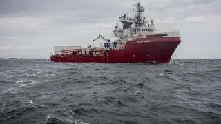 Peste 100 de migranți așteaptă să fie debarcați într-un port primitor