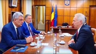 Premierul Mihai Tudose s-a întâlnit cu ambasadorul SUA, în cadrul unui dejun de lucru