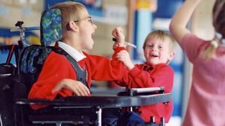 Mii de copii cu handicap vor deveni asistați social! Nimeni nu face nimic!