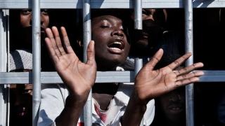 Mii de migranţii minori, traumatizaţi în centrele de detenţie franceze