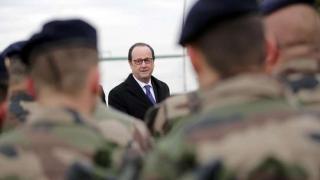 Arma unui militar s-a descărcat în timpul discursului lui Francois Hollande