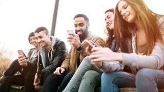 Mileniallii sunt pe cale să devină prima generaţie care câştigă mai puţin decât părinţii