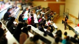Ministerul Educației nu mai acordă burse absolvenților care și-au dat licența și lucrarea de masterat
