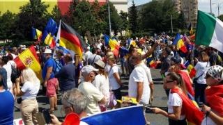Peste o mie de români protestează la Mitingul Diasporei, în Piața Victoriei