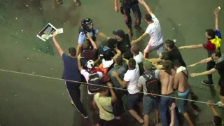ULTIMĂ ORĂ:  Două persoane au fost reţinute în urma violențelor din Piața Victoriei