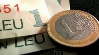 Leul nu-și revine: deprecierea față de euro, dolar și francul elvețian, accentuată!