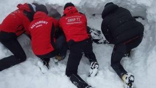 Atenție, turiști! Un bărbat a murit, suprins de o avalanșă în munți