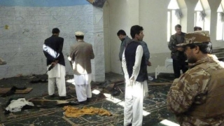 Explozie la moschee: Zeci de morți și răniți!