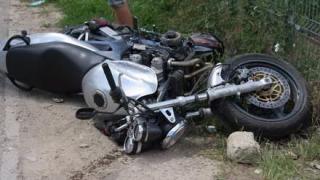 Accident la Mircea Vodă! Un motociclist a intrat într-un parapet!