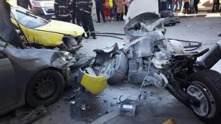 Accident urmat de incendiu! Implicate, două autoturisme și o motocicletă