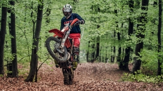 Şase motociclete enduro de 40.000 de euro, participante la un campionat, au fost furate