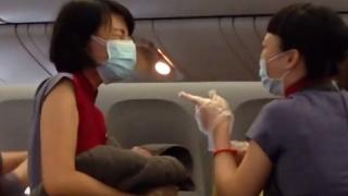 O femeie a născut în avion, la 10.000 de metri altitudine
