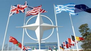 """NATO critică Phenianul pentru """"comportament destabilizator"""""""