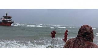 O barcă cu trei pasageri la bord, eșuată în apele Mării Negre