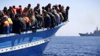 Unei nave cu 300 de migranți la bord i se refuză intrarea în porturile din Italia