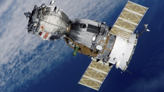 Trei membri ai echipajului Stației Spațiale Internaționale au revenit pe Terra