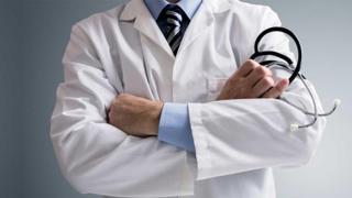 De ce pleacă pe capete medicii din țară?