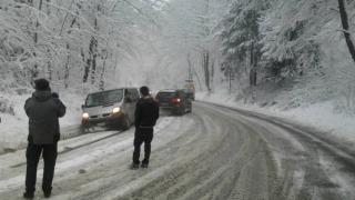 S-a întors iarna! Unde ninge puternic în România