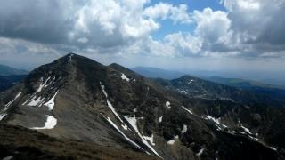Ninsoare în luna august: stratul de zăpadă ajunge la 3 centimetri