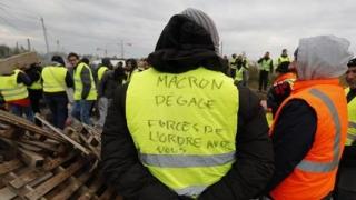 """""""Vestele galbene"""" au organizat noi proteste violente în Franța"""