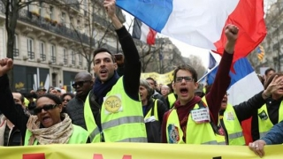 Vestele galbene au făcut PRĂPĂD în Franța! Armata franceză, scoasă pe străzi
