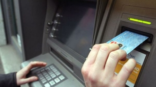 Băncile reduc numărul de bancomate