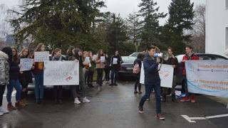 Nu au dat-o la pace! Asociația Elevilor reia protestele în fața CJC