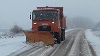 Nu plecați la drum nepregătiți! Șoselele din județ, acoperite cu zăpadă