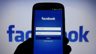 Nu trebuie să aveți prea multă activitate pe Facebook! Riscați să fiți demiși!