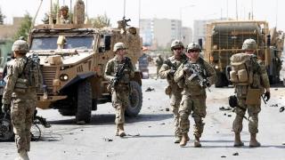 O maşină a NATO a călcat un copil. Populaţia din Kabul, furioasă, în stradă!