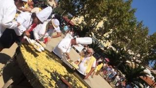 În pofida scandalului ouălor contaminate, tradiționala omletă uriașă a fost servită