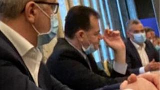 O nouă poză cu Ludovic Orban fumând la Palatul Victoria, chiar de Ziua Mondială fără Tutun