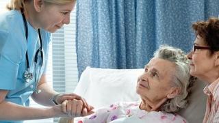 O primărie acordă servicii de îngrijire la domiciliu pentru vârstnici. Vezi unde!
