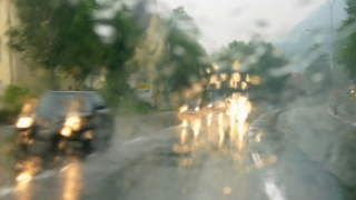 Opt județe sub cod galben de vreme rea
